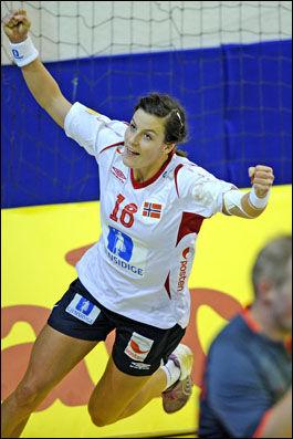 JUBLER: Linn-Kristin Riegelhuth for scoring. Foto: Bjørn S. Delebekk/VG