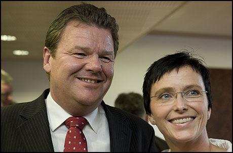 FYLKESMANN: Fornyings- og administrasjonsminister Heidi Grande Røys presenterte Øystein Djuepdal som ny fylkesmann for Aust-Agder i dag. Foto: Scanpix