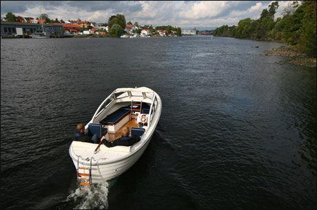 SNEKKEIDYLL: Hva foretrekkes; snekkedunk eller lyden av sjølivet? Foto: Jørn Finsrud/Båtliv