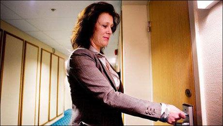 LEI AV SEXSALG: Anita Haraldsen fikk nok da noen ringte å spurte om hotell City var et bordell. - Vi gjør dette for å beskytte gjestene, sier Haraldsen til VG Nett. Foto: Fredriksstad Blad/Jon Anders Skau