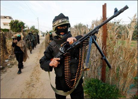ISLAMISTORGANISASJON: BI-forsker Asle Toje mener det er nytteløst å snakke med Hamas. Direktør Stein Tønnesson i PRIO er uenig. Foto: Reuters