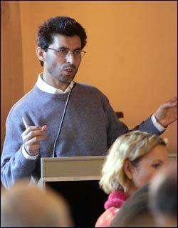 MÅ STRAFFES: Forstander i det islamske forbundet, Basim Ghozlan, sier til VG Nett at pøblene må straffes for sine ugjerninger. Foto: SCANPIX