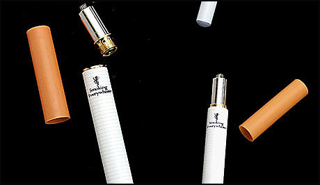 FORBYS I NORGE: Elektroniske sigaretter forbys i Norge, til tross for at produsenten sier at de er mindre helseskadelige enn vanlige sigaretter. Foto: www.smokingeverywhere.com