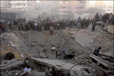 FULLSTENDIG ØDELAGT: Huset til broren av Hamas-lederen er fullstendig ødelagt etter bombingen i ettermiddag. Foto: AP