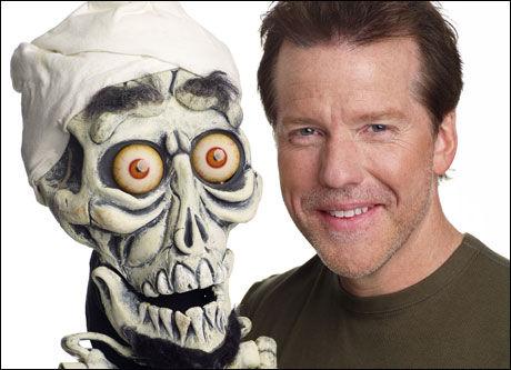 POPULÆRE: Buktaler Jeff Dunham og dukken «Achmed - The Dead Terrorist» har blitt en enorm suksess på YouTube - med nærmere 100 millioner visninger. Foto: Pressebilde
