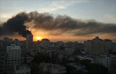 AKSEPTERER VÅPENHVILE: Hamas sier torsdag at de vil gå med på en ettårig avtale om våpenhvile dersom Israel trekker seg ut av Gaza i løpet av en uke. Foto: Reuters