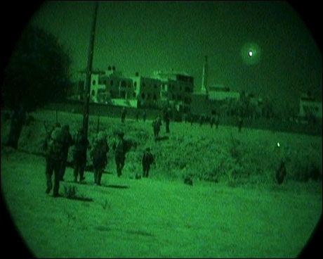 INNE PÅ GAZA: Israelske infanterister fotografert inne på Gazastripen 14. januar 2009. Foto: EPA/IDF