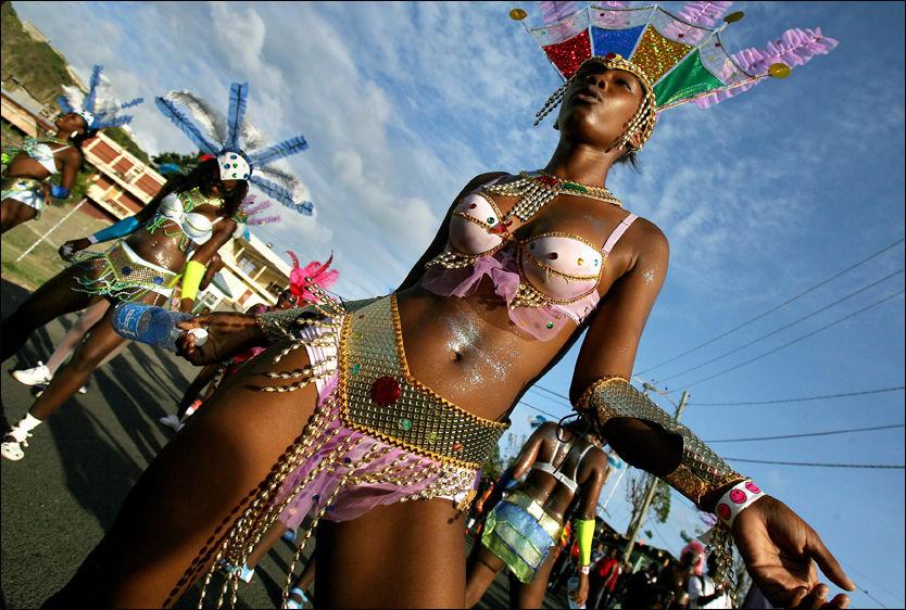KARNEVALSKRØLL? Hvordan det nye, strenge klesreglementet virker inn på karnevalene i Grenadas hovedstad St. George, er usikkert. Foto: REUTERS