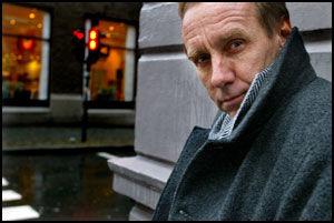 KRIM-KJENDIS: Håkan Nesser er en av mange kjente svenske forfattere som har falt pladask for Gotland. Foto: TERJE BRINGEDAL