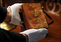 Avlegger ed på samme bibel som Lincoln