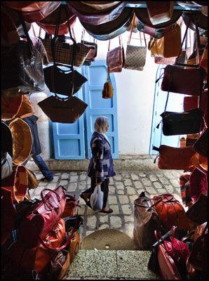 GODE KJØP: Vesker i alle varianter, er blant de gode kjøpene du kan gjøre i Tunisia. Foto: Terje Bringedal