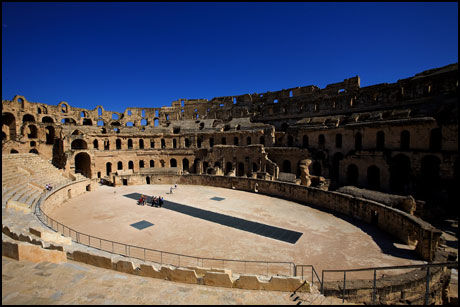 TURISTATTRAKSJON: Amfiteateret El Jem. Foto: Terje Bringedal.