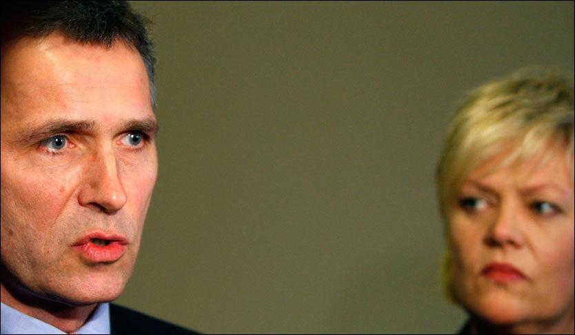 STERKE TILTAK: Statsminister Jens Stoltenberg og finansminister Kristin Halvorsen legger i dag fram en ny krisepakke for å hjelpe norsk økonomi. Foto: Scanpix