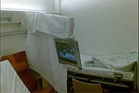 TV FOR EN: To pasienter kan ikke se TV samtidig på et enkeltrom. Foto: PRIVAT