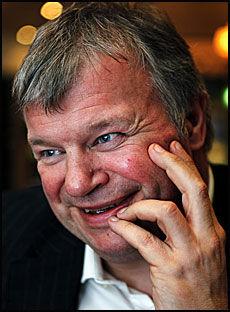 - SØNNEN KURERT: Helseminister Bjarne Håkon Hanssen mener at sønnen ble kurert av Snåsamannen. Foto: Nils Bjåland