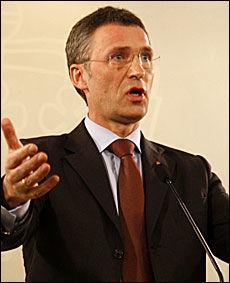 FÅR KRITIKK: Statsminister Jens Stoltenberg og hatparagrafen. Foto: Scanpix