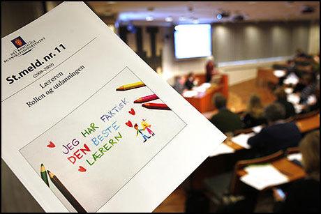LANGSIKTIGE MÅL: Mye av lærermeldingen tar for seg endringer i lærernes utdanninsløp. elevorganisasjonen etterlyser flere konkrete og raske tiltak. Foto: Scanpix