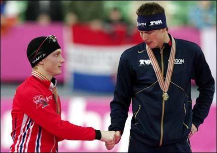 TAPTE IGJEN: Sven Kramer ble igjen for sterk for Håvard Bøkko. Her under VM allround på skøyter i Vikingskipet på Hamar søndag. Foto: Scanpix