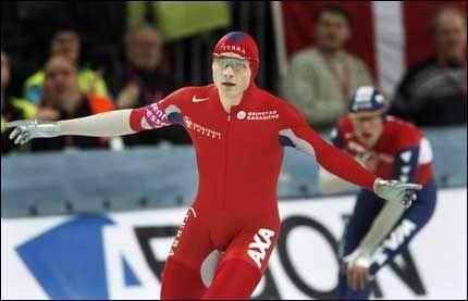 VANT 1500 i VM: Håvard Bøkko vant herrenes 1500 meter under VM allround på skøyter i Vikingskipet i Hamar forrige. Her jubler han etter målgang med parkamerat og argeste konkurrent Sven Kramer. Denne helgen gikk det tråere. Foto: Scanpix