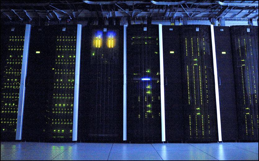 MÅ LAGRES: Alle data om elektronisk kommunikasjon må lagres i 24 måneder, pålegger EU-direktivet. Illustrasjonsfotoet er fra Tromsø universitets superdatamaskin. Foto: Terje Mortensen