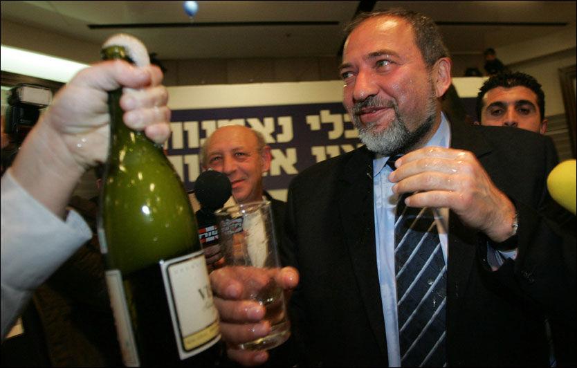 Den høyrevridde politikeren Avigdor Lieberman bor på en bosetting på Vestbredden. Bosettingene er et av de omstridte punktene i forhandlingene mellom israelere og palestinere etter den israelske tilbaketrekningen fra Gaza i 2005. Foto: AFP