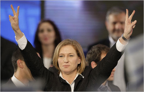 VANT: Israels utenriksminister Tzipi Livni erklærte sitt parti, Kadima, som vinnere av det israelske valget natt til 11. februar og ba samtidig Benjamin Netanyahu om å bli med i en koalisjonsregjering mellom venstre og høyre. Livini mener hun bør lede regjeringen. Foto: AP