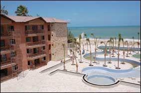 SLIK SER DET UT: Iver Horrem har kjøpt en av frontleilighetene (ut mot havet) i dette komplekset i Cumbuco. Foto: Cumbuco.no