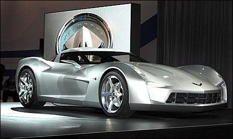 KONSEPT: Denne bilen er desverre bare et konsept fra Corvette. Bilen går under navnet Sideswipe i den kommende Transformersfilmen. Foto: EPA