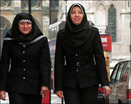 KOMMER TIL NORGE: I Storbritani og Sverige er det allerede mulig for politikvinner å bruke Hijab. Nå går Justisdepartementet inn for at det samme skal bli lov i Norge. Foto: AFP