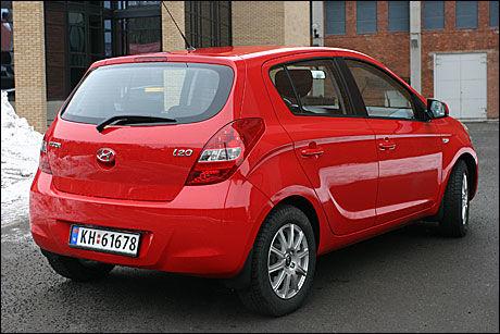 PRØVER SEG: Hyundai i20vil utfordre i småbilsegmentet, et segment som utgjør omtrent 12 prosent av totalmarkedet i Norge. Bilklassen er dominert av Toyota Yaris, Peugeot 207, Volkswagen Polo og Skoda Fabia. Foto: Hanne Hattrem