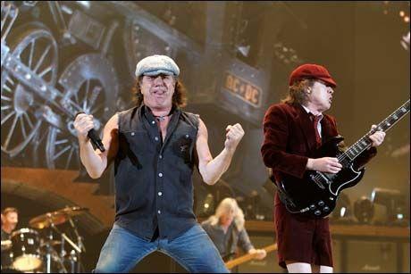 VETERANENE FRA AUSTRALIA: Brian Johnson og Angus Young i AC/DC Foto: VG