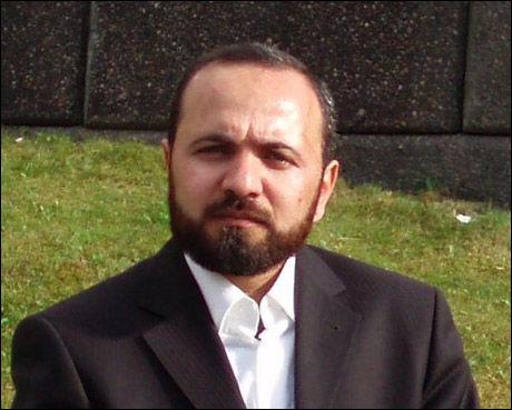 KRITISK: Ahmed Esmaili i Islamsk Råd mener kvinnelige muslimske politibetjenter helst ikke bør pågripe menn. Foto: PRIVAT