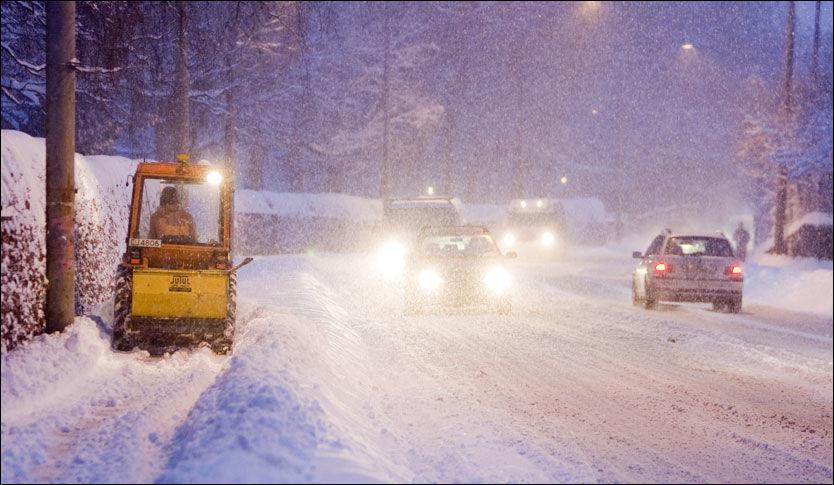 NEDBØR: All snøfallet de siste ukene har satt sitt preg på hovedstaden. Her er fra 19. januar 2009 i Kierschows gate ved Sagene i Oslo. Foto: SCANPIX
