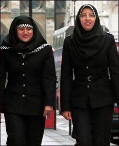 HIJAB I POLITIET: I Storbritannia har kvinner fått lov til å bruke hodeplagget. Foto: AFP