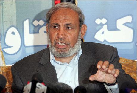 MENER NOEN SABOTERER: Hamas-lederen Mahmoud Zahar mener tjenestemenn som står i ledetog med USA saboterer forhandlingene om en palestinsk samlingsregjering. Foto: EPA