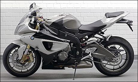 MBW-RACER: BMW tar steget opp i en ny klasse med sin nyeste fullblodsracer, S1000RR. Foto: Bike