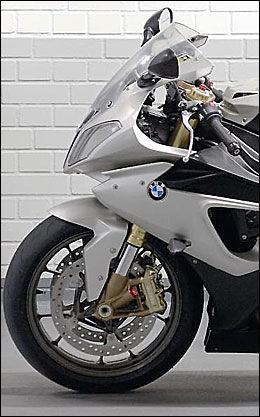 FULLBLODS: Men full fokus på Superbike-VM, er BMW nødt til å lage en gateversjon av fullblodsraceren de skal bruke i VM. Foto: Bike