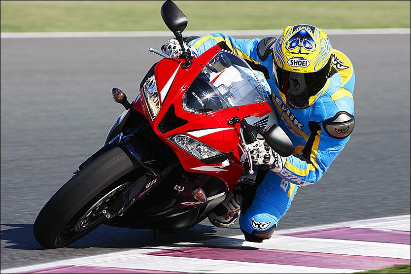 MILEPÆL: Honda nylig har presentert verdens første ABS for sportssykler. Det hele er så stort i MC-verdenen at det betegnet som en milepæl i motorsykkelhistorien. Foto: Bike