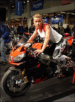 RÅTASS: Alt handler om racing - hele sykkelen er bygget for å vinne VM i Superbike Foto: Morten Broks / Bike