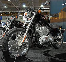 HD-FAN: Her får du masse krom og en motorsykkel som appellerer til hjertet. Dessuten er du garantert den laveste forsikringspremien markedet kan tilby. Foto: Morten Broks / Bike