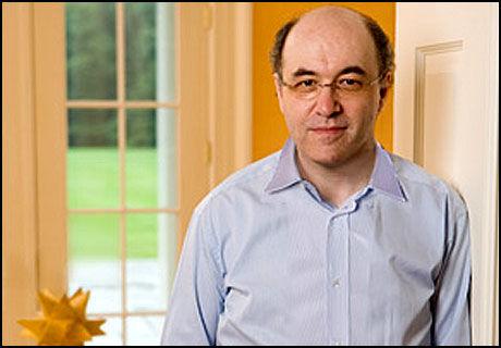SMART: Stephen Wolfram går for å være en av de skarpeste knivene i skuffen, og mange gleder seg til hans nye søkemotor. (Foto: Stephenwolfram.com)