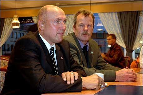 I 2005: Steinar Bastesen (t.v.) og Kystpartiets 2. kandidat i Nordland, Kjell Ivar Vestå (t.h.) på valgvake i 2005. Nå er Vestå partiets leder og Bastesen er ute. Foto: Scanpix