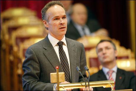Høyres Jan Tore Sanner tar selvkritikk på vegne av Høyre og lover et tydeligere budskap i ukene som kommer. Foto: Scanpix