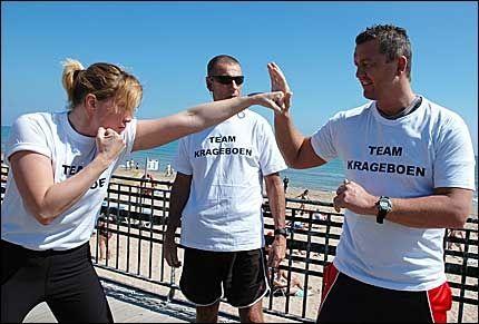 SLÅR HARDT! Anna Ingman skal hjelpes til en tittelkamp av Ole Klemetsen (rådgiver) og hovedtrener Ulf Johansen (bak). Foto: TERJE ASPDAHL, spaniaavisen.no
