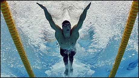 KONKURRANSEKLAR: KMichael Phelps gjør konkurranse-comeback i bassenget. Foto: AP