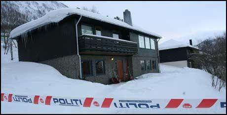 ÅSTEDET: Her, i Tomasjordveien i Tromsø ligger huset hvor de tre ble funnet drept søndag ettermiddag. Foto: