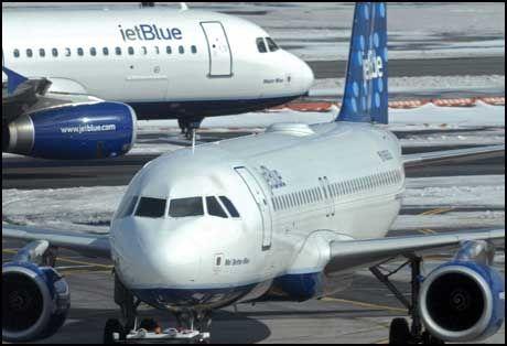 JET BLUE: Det var i ett av selskapets fly baqgasjestueren falt i søvn under lastin på John F. Kennedy lufthavenen utenfor New York. Foto: AP