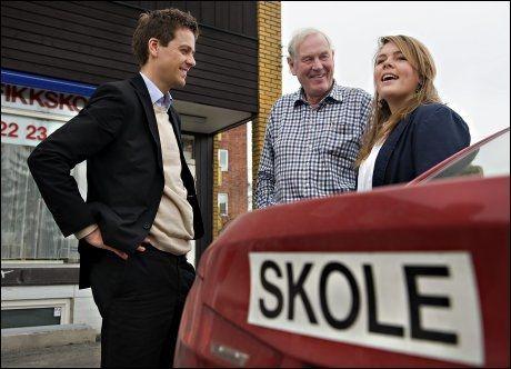 PAPPA BETALER: Mathilde Lange tar kjøretimer hos Arve Nilsen. - Pappa betaler, og jeg bidrar litt selv, men det koster så mye, så det hadde vært fint med støtte fra Lånekassen, sier 19-åringen. Foto: Helge Mikalsen