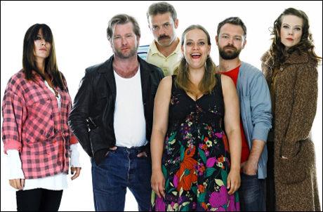 NY TV-HUMOR: «En god nummer 2» gar vinnersjanse: Pia Tjelta, Fridtjov Såheim, Christian Skolmen, Henriette Steenstrup, John Brungot og Ane Dahl Torp. Foto: TV 2