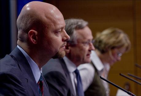 FIKK KRITIKK: Oljefondets leder Yngve Slyngstad og sentralbanksjef Svein Gjedrem måtte presentere et svakt resultat for 2008, men registrerer rekordresultat etter vekst i mai 2009. Foto: Scanpix